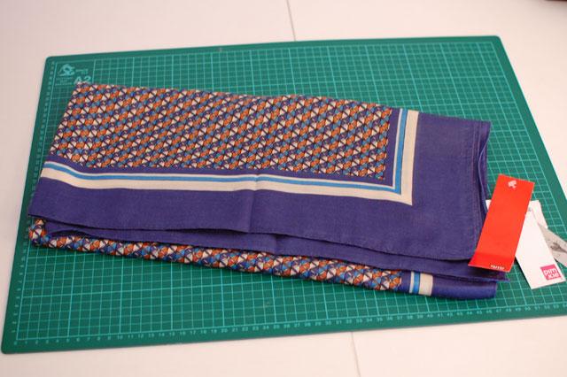 falda con un pañuelo