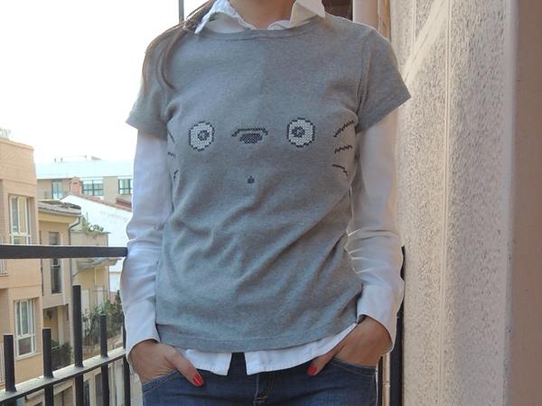 camiseta-totoro-punto-cruz