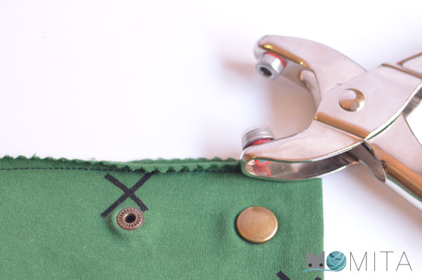 Botones a presion en ropa de punto